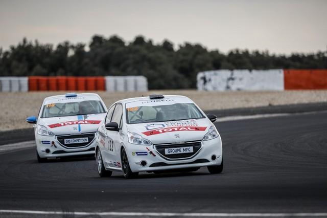 Drapeau A Daliers Sur Une Saison Record Des Rencontres Peugeot Sport ! 29967459ec8ebd8b82bzoom