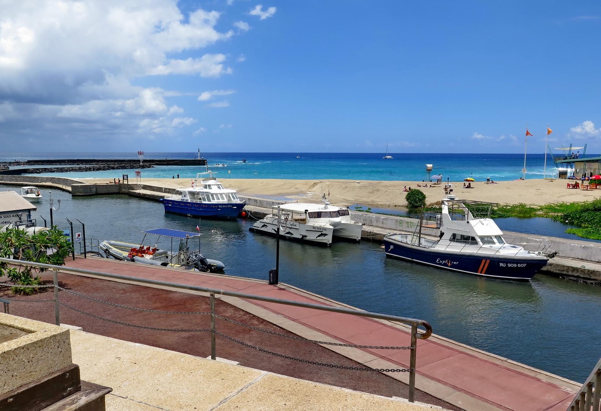 [Vie des ports] Les ports de la Réunion - Page 2 305387marchsaintpaulstgilles225
