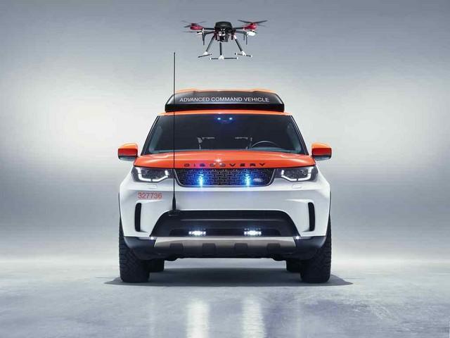 Project Hero, une version unique du nouveau Land Rover Discovery pour la Croix Rouge autrichienne  309843deadondrone