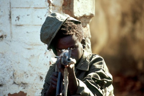 Soldat payé pour TUER 312192sudankindersoldatenunicefpropertyposter