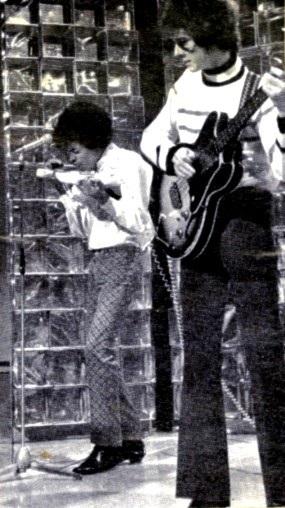 Londres (Top Of The Pops, BBC TV) : 29 décembre 1966 319465scan0088a
