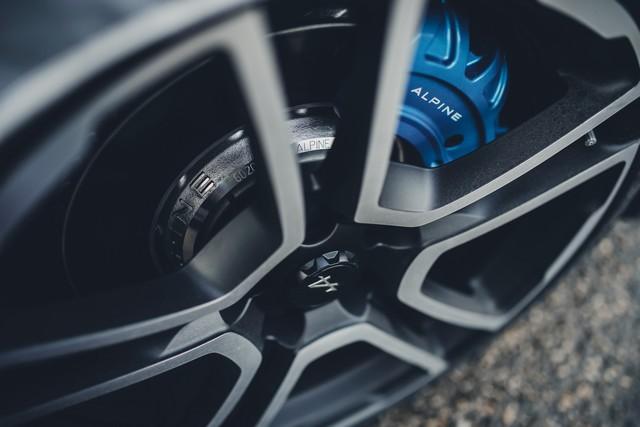 Alpine est de retour - A110, la voiture de sport française agile et compacte 3215108830616