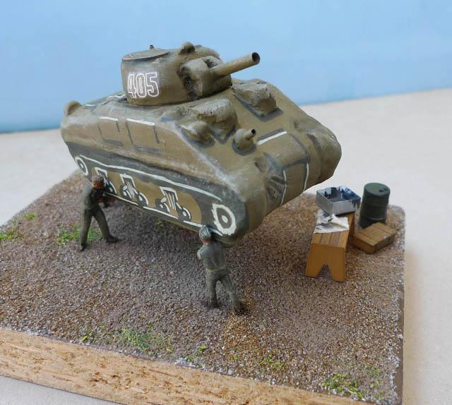 """Un Sherman """"gonflable"""" leurre avec marquages de structures et chenilles. 330084DummySherman19"""