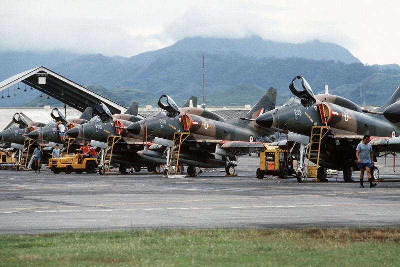 DOUGLAS A-4 SKYHAWK [NOUVELLE VERSION] 330714DouglasA4KSkyhawksquadron758