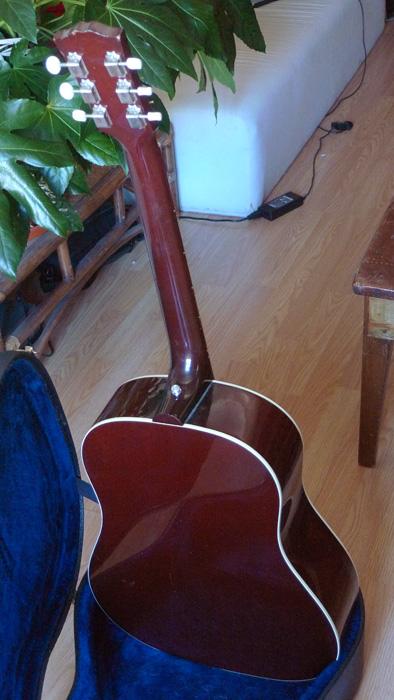 Présentation de nos guitares de grandes marques (présentation des guitares uniquement, pas de commentaires) 333525Dos