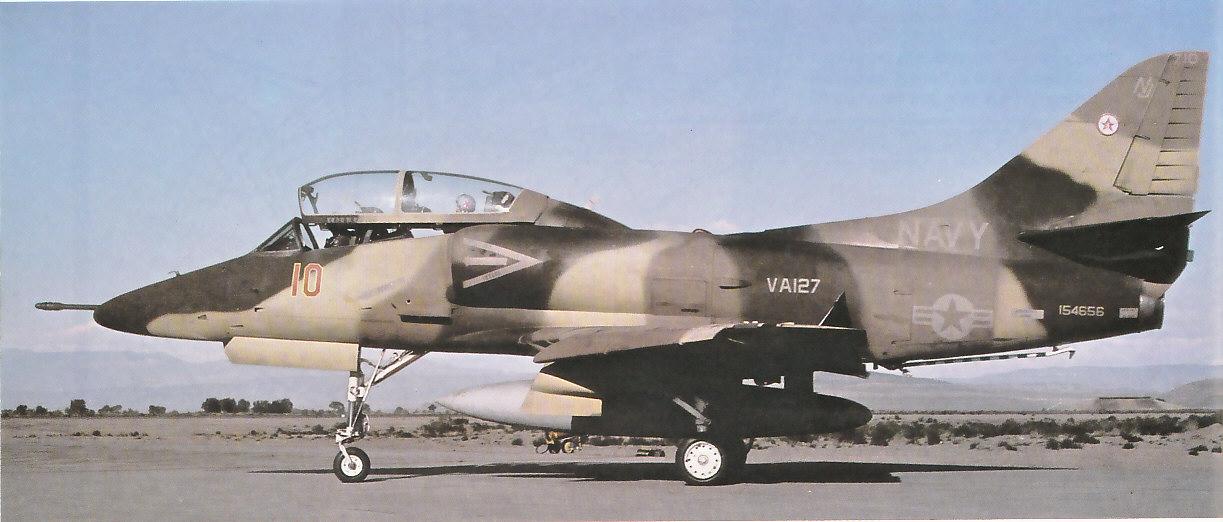 MCDONNELL-DOUGLAS F/A-18 HORNET  335527TA_4J_1