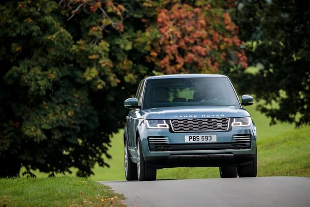 Le Nouveau Range Rover intègre dans sa gamme une motorisation essence hybride rechargeable 336862rr18myonroad10101705