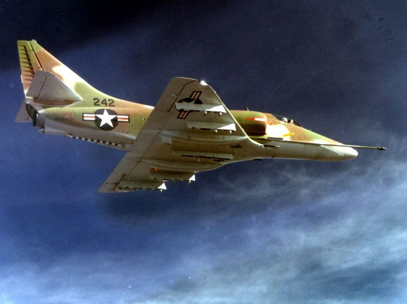 DOUGLAS A-4 SKYHAWK [NOUVELLE VERSION] 347703DouglasA4HSkyhawk3