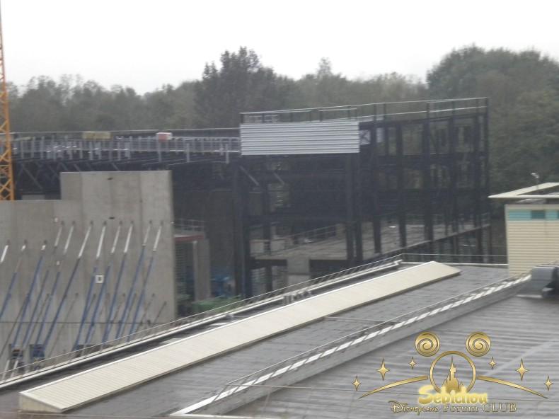 Construction du Dark Ride Ratatouille pour 2014 - Page 40 348436DSCN9989border