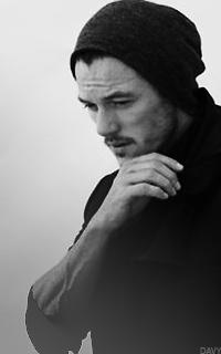 Luke Evans avatars 200 x 320 pixels  349866LUKE1