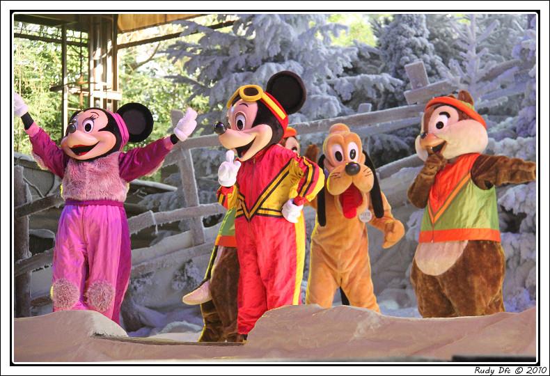 Spectacle Mickey et la magie de l'hiver - Page 3 351221IMG0766border