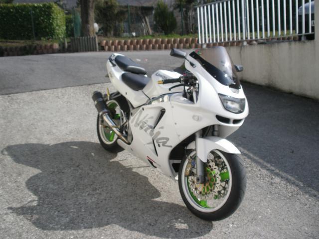 Modèle 95/97 full blanc - Page 39 354308zx6rmars20113