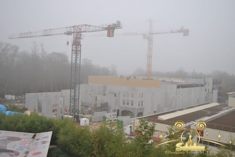 """Construction du Dark Ride  """"Ratatouille - L'Aventure Totalement Toquée de Rémy """"pour 2014 - Page 4 355465DSC0141border"""