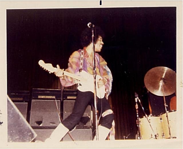 New York (Philharmonic Hall) : 28 novembre 1968 [Premier concert] - Page 2 364515Picture2