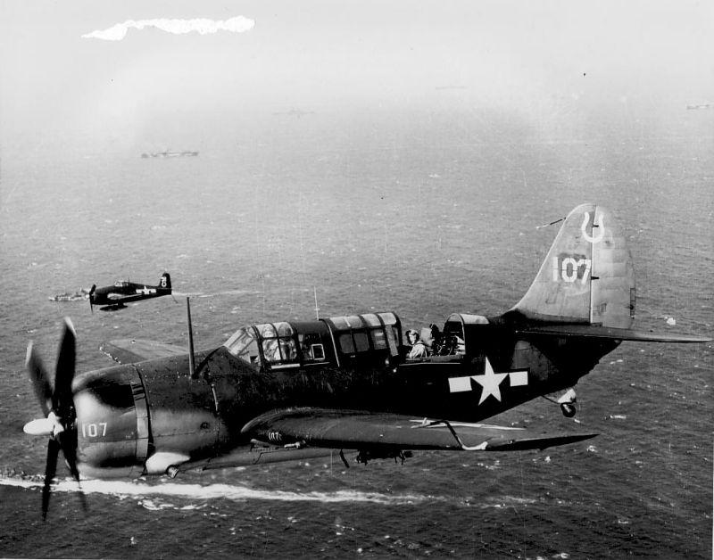 MCDONNELL-DOUGLAS F/A-18 HORNET  365971Curtiss_Helldiver