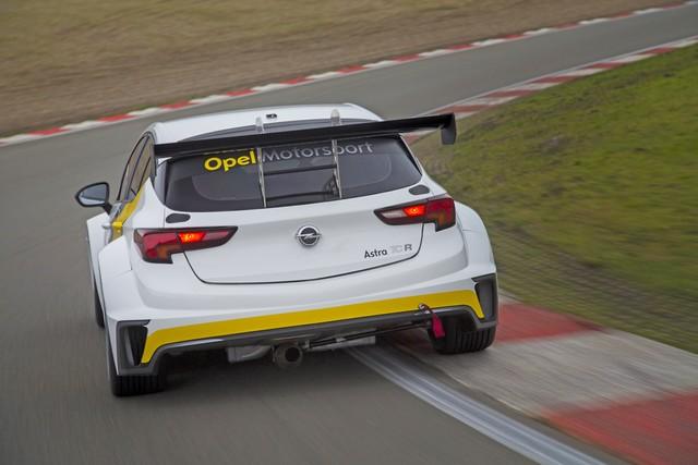 Essais présaison : l'Opel Astra TCR enchaine les kilomètres 366423OpelAstraTCR299188