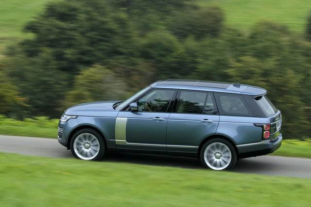 Le Nouveau Range Rover intègre dans sa gamme une motorisation essence hybride rechargeable 372503rr18myonroad10101707