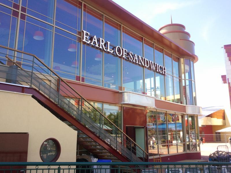 [Disney Village] Construction d'un restaurant Earl of Sandwich - Page 24 37296120110528154845
