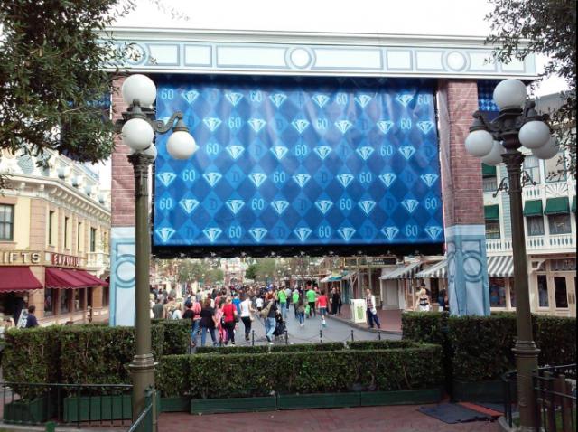[Disneyland Resort] 60ème anniversaire, Diamond Celebration - Page 3 373089dis2