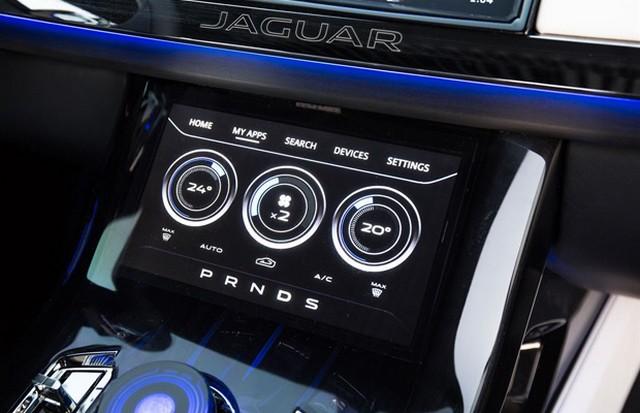 Jaguar C-X17 Concept Sport Crossover dévoilé au Dubaï Motor Show  374720jaguarcx17conceptdubaimotorshow9