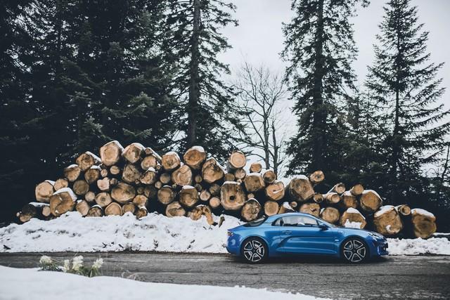 Alpine est de retour - A110, la voiture de sport française agile et compacte 3770098831016