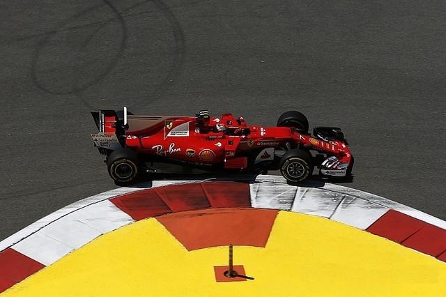 F1 GP de Russie 2017 (éssais libres -1 -2 - 3 - Qualifications) 3907322017gpderussiekimiraikkonenferrari