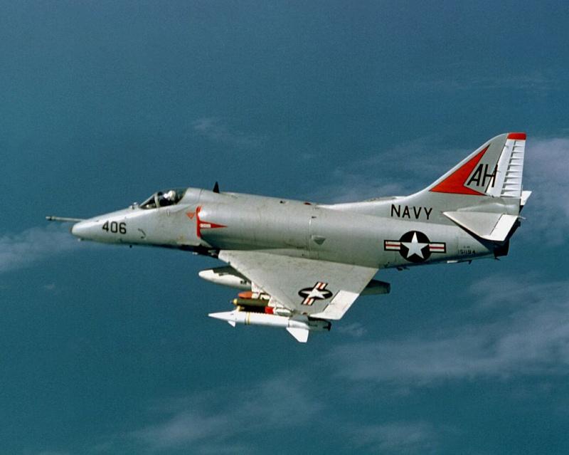 DOUGLAS A-4 SKYHAWK [NOUVELLE VERSION] 391415DouglasA4ESkyhawkVA164Vietnam196768