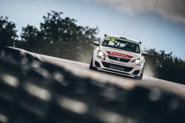 La Peugeot 308 Racing Cup Se Joue Des Conditions ! 39691259575aca77a00