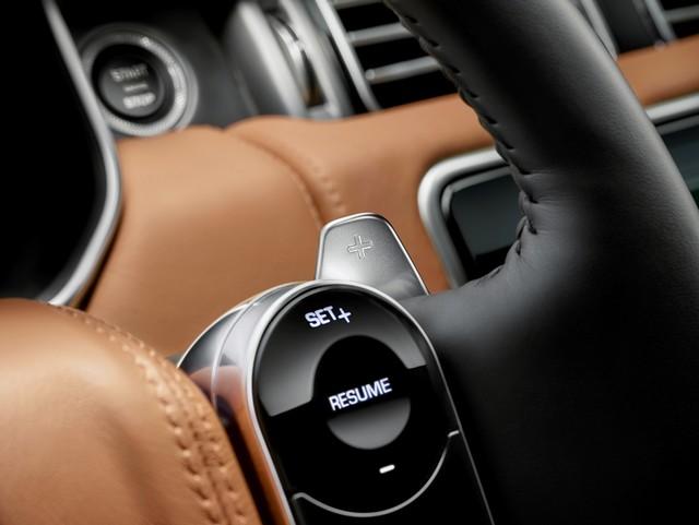 Le Nouveau Range Rover intègre dans sa gamme une motorisation essence hybride rechargeable 400588rr18mydetail10101714