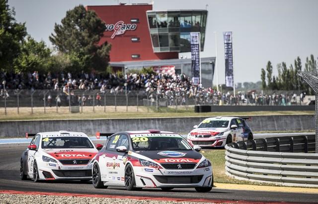 Carton Plein Pour La Peugeot 308 Racing Cup À Nogaro 40103958f4e711043b4