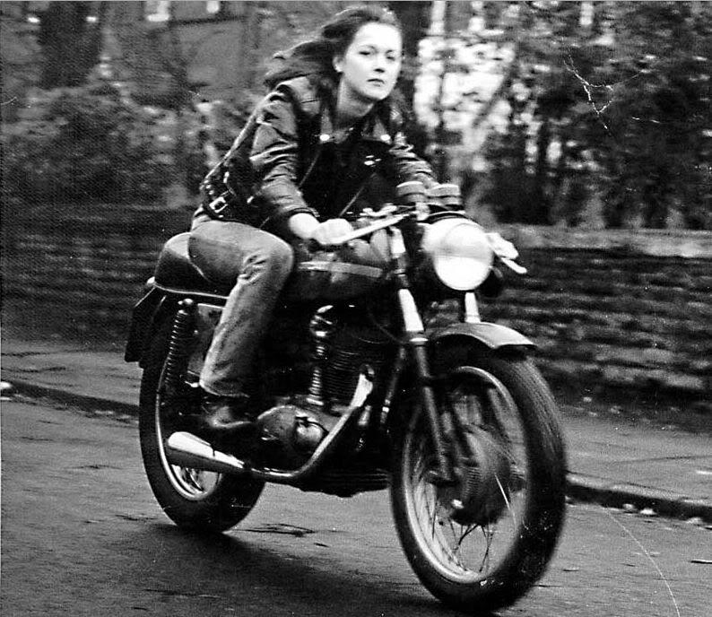 Ici on balance les Monos Ducati - Page 5 405137ducati250ev81