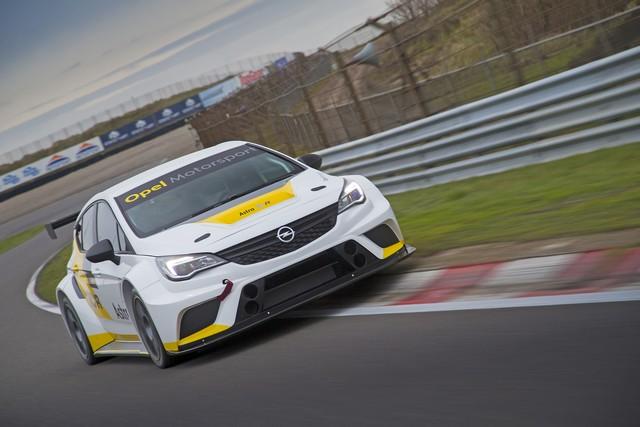 Essais présaison : l'Opel Astra TCR enchaine les kilomètres 406724OpelAstraTCR299181