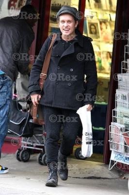 Mark sort d'une librairie à l'Ouest de Londes 24/01/2011 409910normal0612