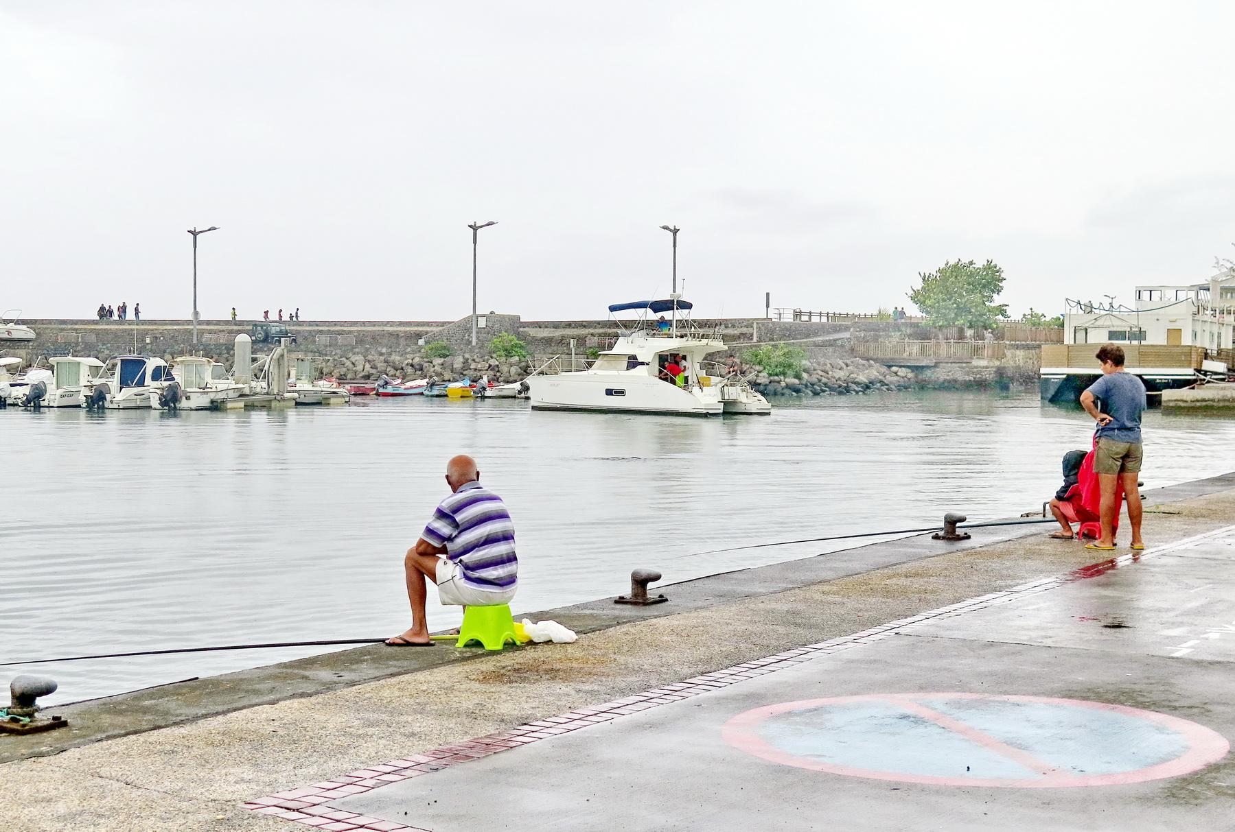 [Vie des ports] Les ports de la Réunion - Page 2 412682saintpierre017
