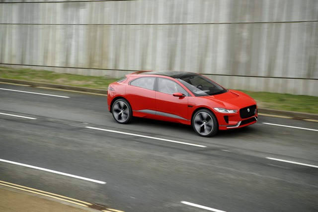 Le concept électrique Jaguar I-Pace dans les rues de Londres  416757ipacelondon019