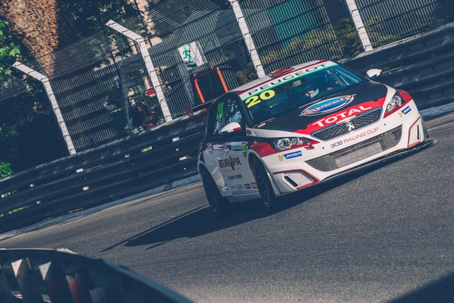 Les 308 Racing Cup À Toute Vitesse À Dijon  4204295921e4048d0bd