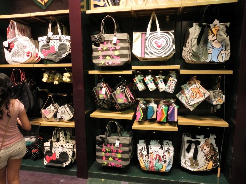 Les accros du shopping à Walt Disney world - Page 2 425129SAM4486