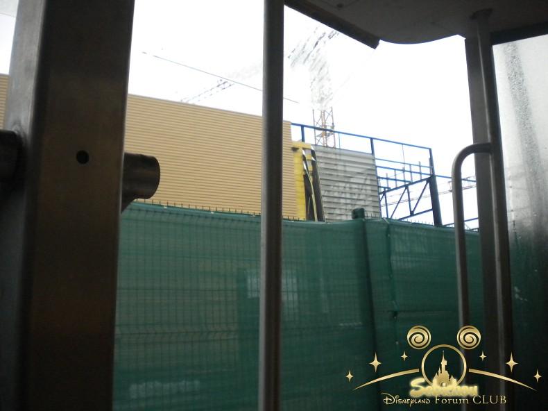 Construction du Dark Ride Ratatouille pour 2014 - Page 40 426901DSCN9964border