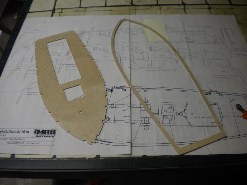 barque chalutiére au 1/20è d'après plans - Page 2 428532DSCN2178