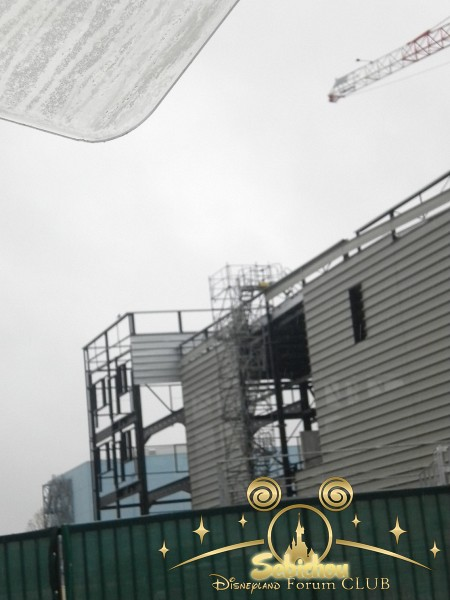 Construction du Dark Ride Ratatouille pour 2014 - Page 40 430984DSCN9967border