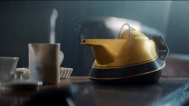 """Renault fête ses 40 ans de passion en Formule 1 et lance """"The 2017 Yellow Teapot"""" 432300yellowteapot"""