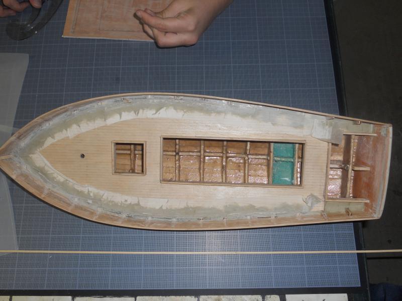 barque chalutiére au 1/20è d'après plans - Page 3 434445DSCN0347