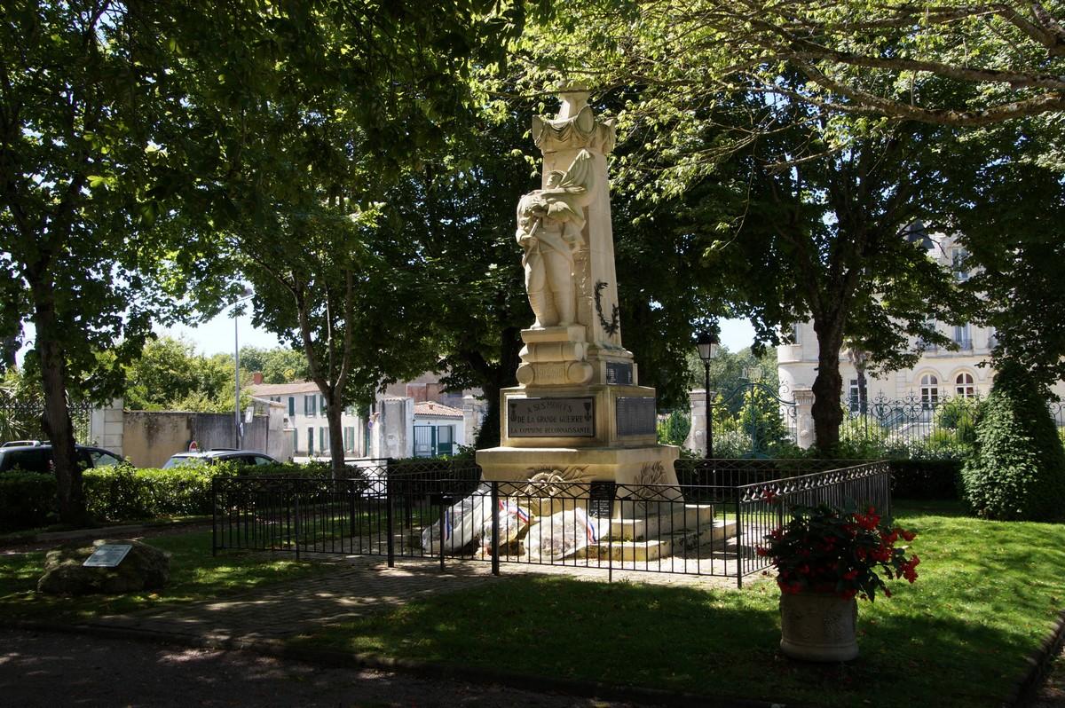 [Histoires et Histoire] Monuments aux morts originaux Français Tome 1 - Page 40 435065DSC06876