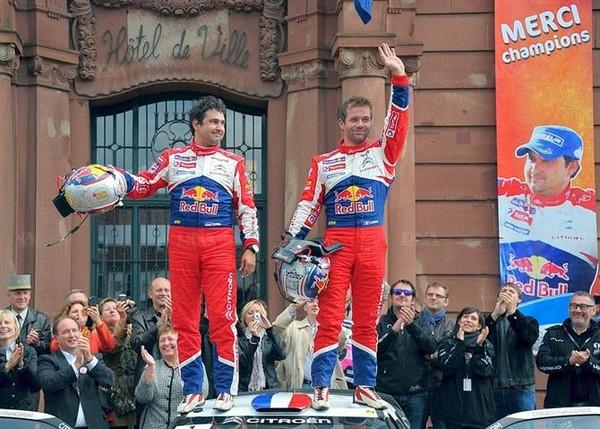 WRC Rallye de France Alsace 2012 : Loeb s'offre son 9ème titre  4447062012rallyedefrancesebastienloebdanielelena1