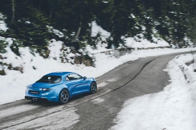 Alpine est de retour - A110, la voiture de sport française agile et compacte 4460838832016