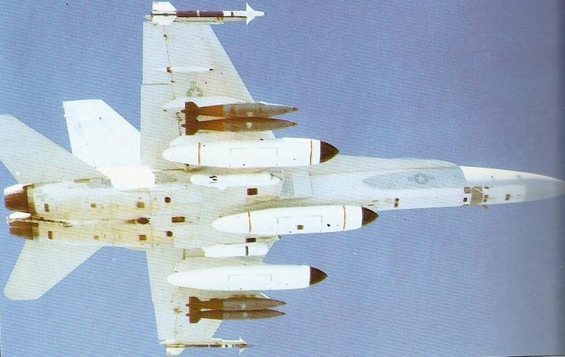 MCDONNELL-DOUGLAS F/A-18 HORNET  451215F18_en_vol