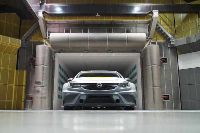 Aérodynamique étudiée : bon vent à l'Opel Astra TCR 454685OpelAstraTCR300281