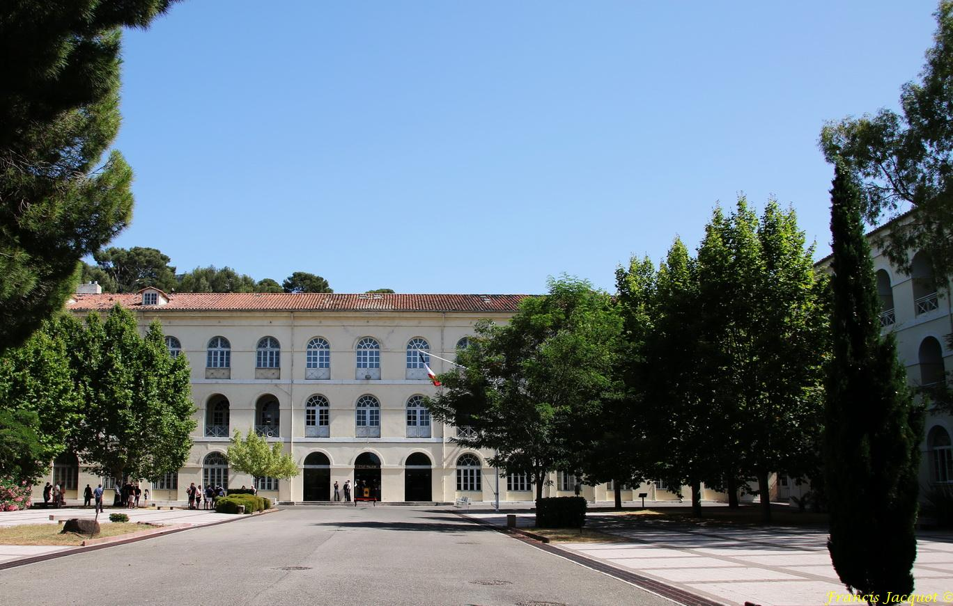 """[Les écoles de spécialités] P.E.M. """"Pôle Ecoles Méditerranée"""" 4599937701"""