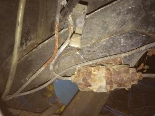 Limiteur de frein sur tablier compartiment moteur 460857IMG0320