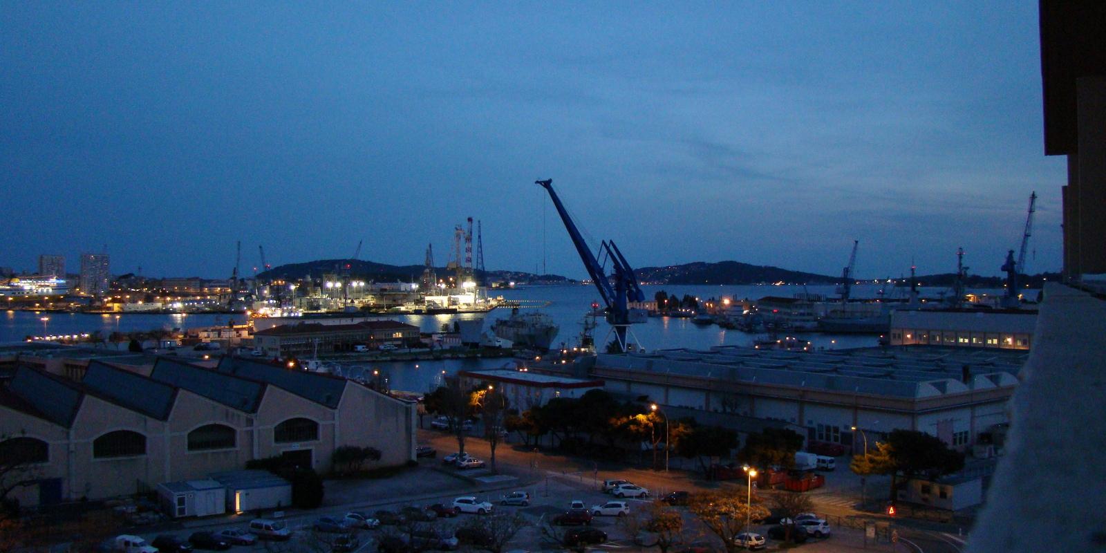 [Les Ports Militaires de Métropole] Visite de la rade de Toulon - Page 11 471779DSC05740001